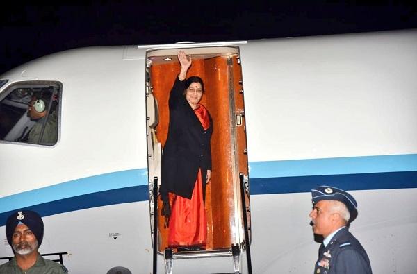 , परराष्ट्र मंत्री सुषमा स्वराज चीनला रवाना