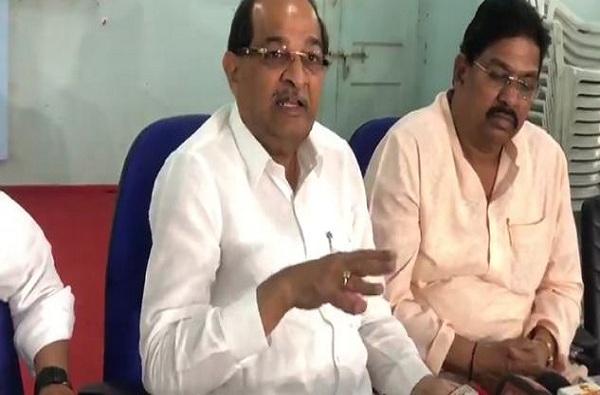 विखे पाटलांसह महाराष्ट्रात काँग्रेसच्या 12 आमदारांचा पक्षापासून 'दुरावा'