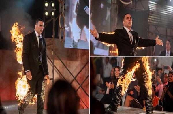 कपड्यांना आग लावून अक्षय कुमारची स्टेजवर एंट्री, खिलाडीचा थरारक व्हिडीओ