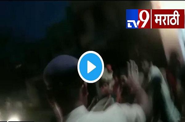 , VIDEO: रिक्षाचालकांच्या टोळक्याकडून पोलिसाला लाथा बुक्क्यांनी मारहाण