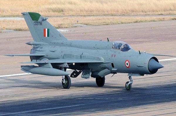 राजस्थानमध्ये वायूसेनेचं लढाऊ विमान कोसळलं