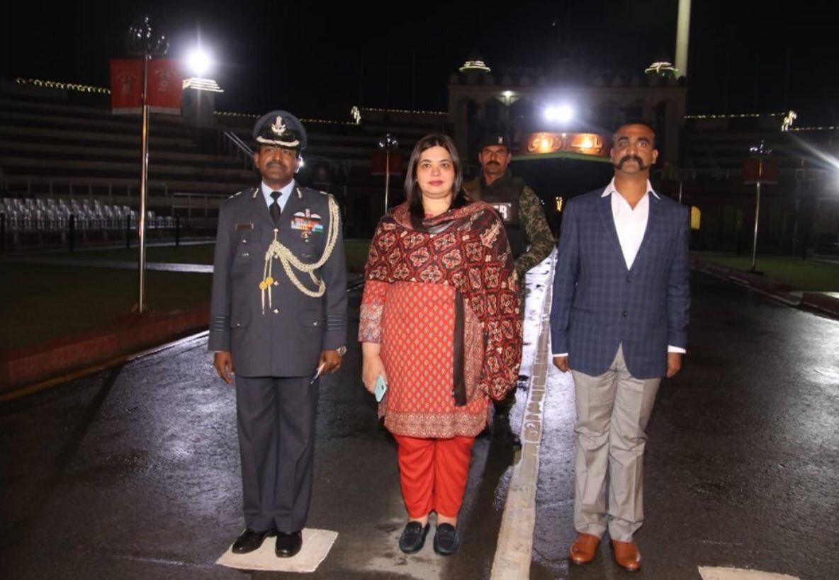 News India, पाकिस्तानातून अभिनंदन यांना घेऊन येणारी ही महिला कोण?