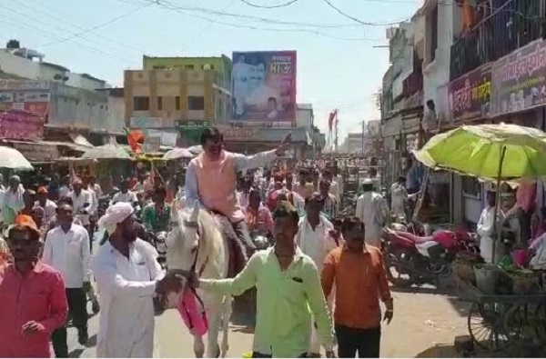 BJP, भाजपच्या विजय संकल्प बाईक रॅलीमध्ये मंत्र्यांची घोडेस्वारी