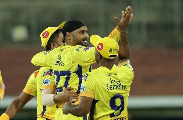 चेन्नई सुपरकिंग्जची विजयी सलामी, विराटच्या आरसीबीचा सात विकेट्सने धुव्वा