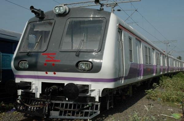 , मुलगी घरातून रागाने गेली, बाहेर गेल्यानंतर ट्रेनमधून पडून मृत्यू