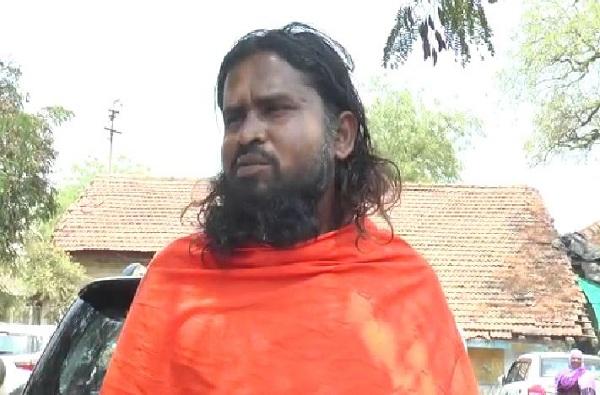 vyanktesh mahaswami, सोलापुरातील उमेदवार महास्वामींची संपत्ती केवळ 9 रुपये, मात्र कर्ज तब्बल…
