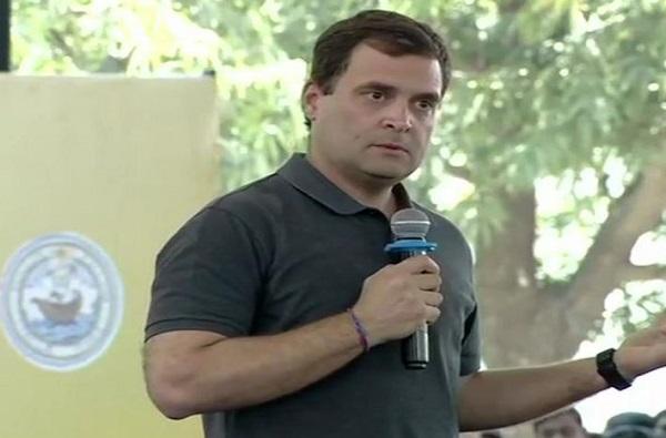 VIDEO : राहुल गांधी म्हणाले सर म्हणू नका, विद्यार्थ्यांनी राहुल म्हणून हाक मारली