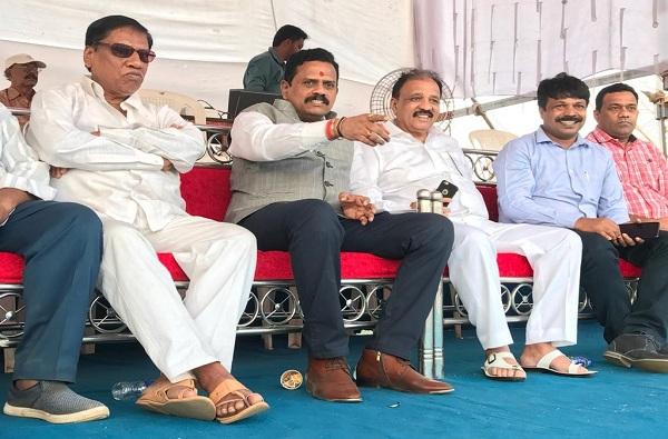 shivsena mp rajan vichare, यावेळी लोक गद्दारांना धडा शिकवतील, राजन विचारेंचा आनंद परांजपेंवर हल्लाबोल