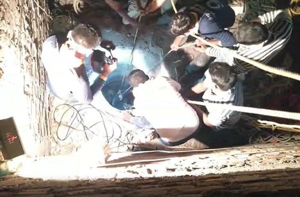 Water shortage problem in Dapur, धरणांच्या तालुक्यात पाण्यासाठी महिलांचा संघर्ष