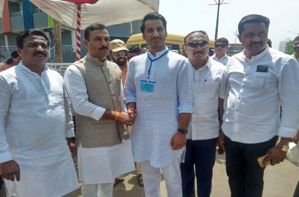 Parth Pawar and BJP MLA Bala Bhegade meet, आधी अजित पवार, आता पार्थ आणि बाळा भेगडे यांची मतदाना दिवशी भेट
