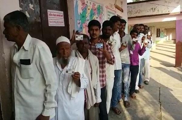 लोकसभा निवडणुकीच्या तिसऱ्या टप्प्यात 14 मतदार संघांत 61.30 टक्के मतदान