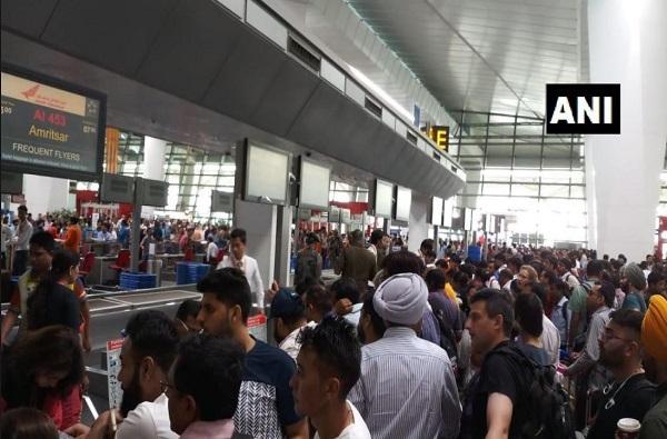 एअर इंडियाचा सर्व्हर डाऊन, मुंबईसह अन्य विमानतळावर प्रवाशांचा खोळंबा