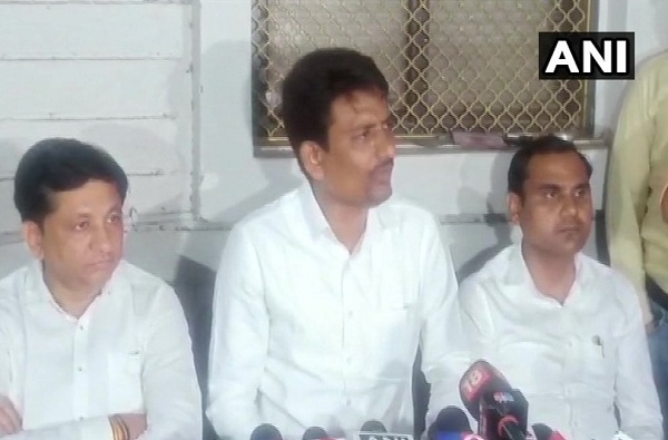 MLA Alpesh Thakor of Thakor Kshatriya Sena, गुजरातमध्ये काँग्रेसला मोठा दणका, दोन आमदारांसह अल्पेश ठाकोरचा पक्षाला रामराम