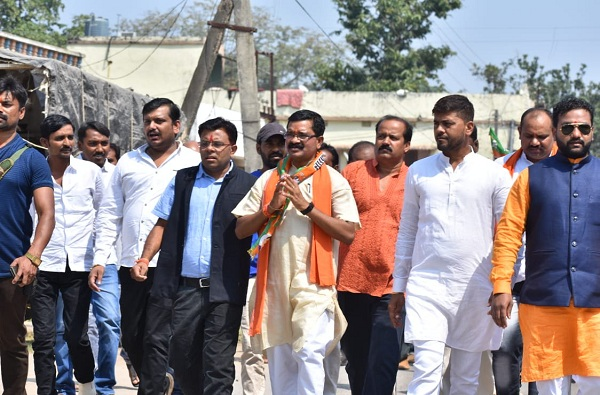 Bhupesh Baghel, छत्तीसगडच्या मुख्यमंत्र्यांकडूनही पहिल्याच दिवशी शेतकरी कर्जमाफी