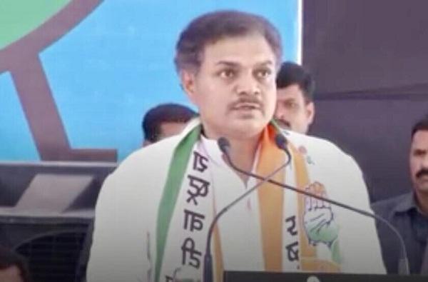 BJP MLA Kunvar Pravin Champion, भाजप आमदाराची पत्रकाराला मारहाण करत गोळी मारण्याची धमकी