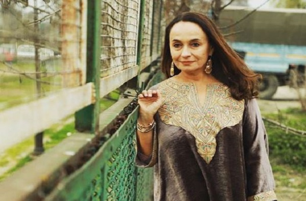 कधी-कधी पाकिस्तानात जाऊन रहावं वाटतं, तिथे खुश राहिन : सोनी राजदान