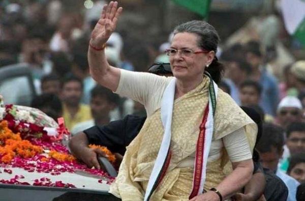 मोदी अजिंक्य नाहीत, 2004 ला काय झालं होतं ते विसरु नका : सोनिया गांधी