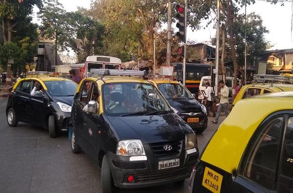 टॅक्सीत प्रवाशी आहेत की नाही हे बाहेरुनच कळणार, परदेशाप्रमाणे मुंबईतही वाहनांवर दिवे लागणार!