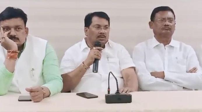 vijay wadettivar, शासकीय मदतीसाठी मुली लैंगिक छळाचे गुन्हे दाखल करतात, काँग्रेस नेते बरळले