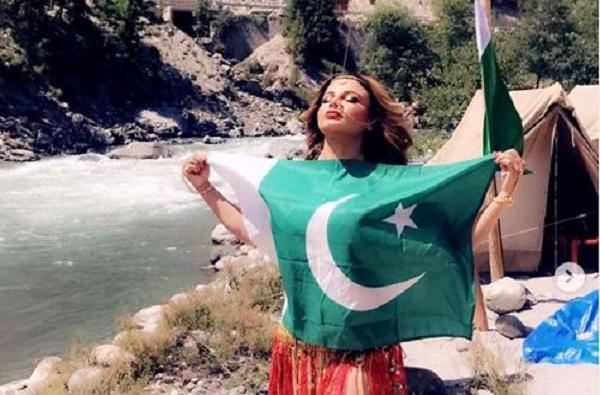 राखी सावंतचा पाकिस्तानी ध्वजासोबतचा फोटो व्हायरल