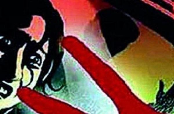पतीसमोरच पत्नीवर सामुहिक बलात्कार, प्रकरण दाबल्याचाही आरोप