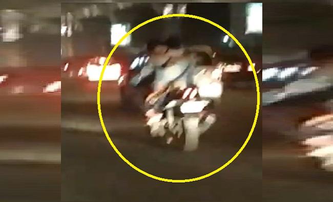 bike stunt, VIDEO : भरधाव बाईक, पेट्रोल टँकवर तरुणी, चालत्या गाडीवर रोमान्स