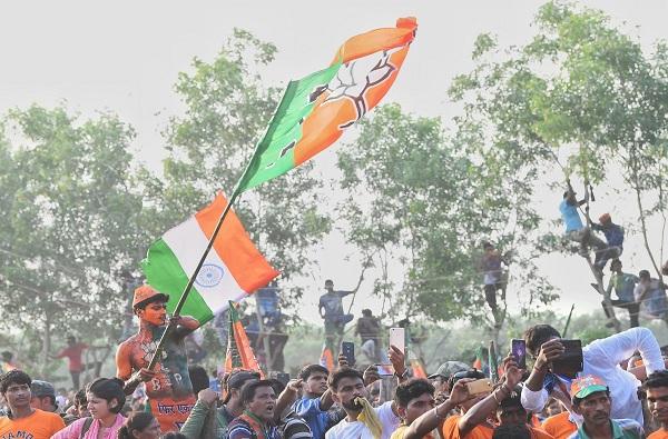 एचडी कुमारस्वामी, कुमारस्वामी सरकार पडण्याच्या स्थितीत, कर्नाटकात पुन्हा एकदा कमळ फुलणार?