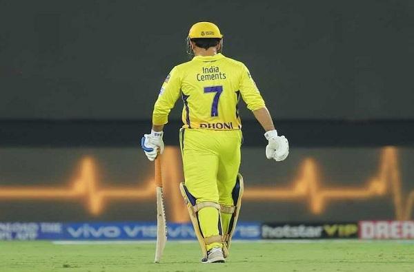 आयपीएल ट्रॉफी मुंबईने जिंकली, पण मैदानात फक्त 'धोनी, धोनी'