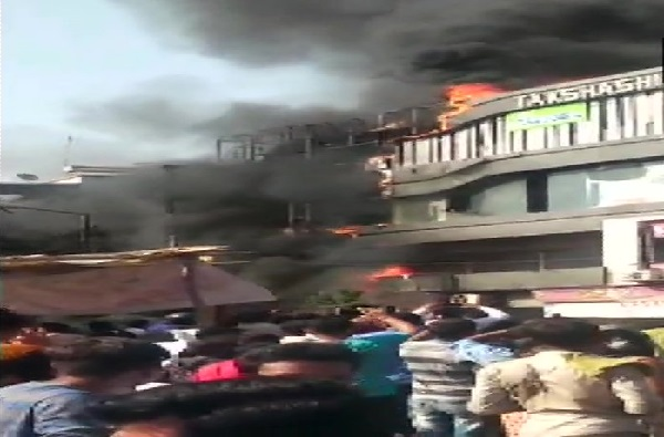 , सुरत कोचिंग क्लास आग : 23 विद्यार्थ्यांचा मृत्यू, संचालकाला बेड्या