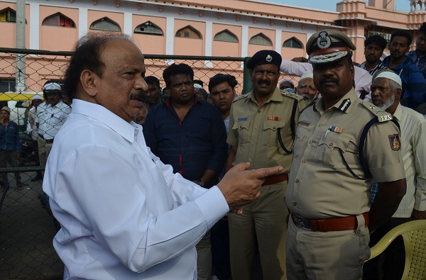 Karnataka Congress MLA Roshan Baig, आमच्या सरकारमध्ये मंत्रीपदं विकली गेली, काँग्रेस आमदाराची पक्षावर टीका