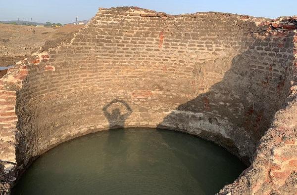 दुष्काळात दिलासा, तळेगावात 300 वर्षे जुनी पाण्याने भरलेली विहीर सापडली